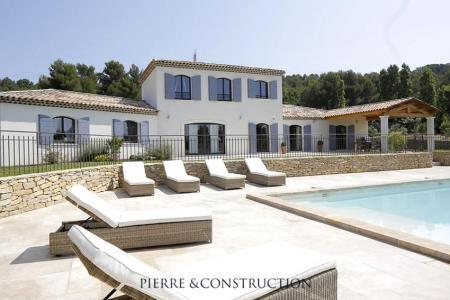 Exemples de maison contemporaine mas bastide pierre et for Construction de maison en pierre